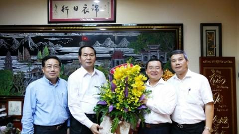 865c6165db05350c558994a738455aeb_Dong_chi_Nguyen_Quoc_Khanh_chuc_mung_Bo_truong_Tran_Dai_Quang